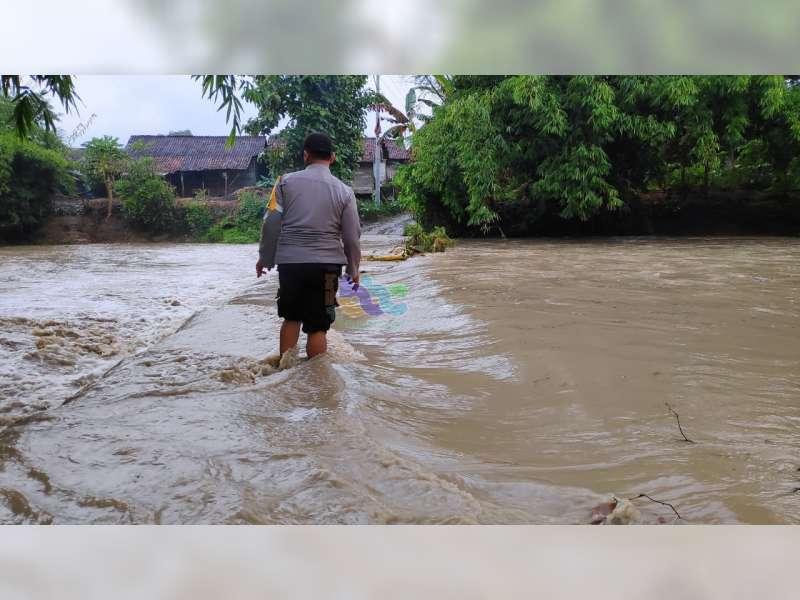 Akibat Banjir Bandang Akses Jalan Menuju 5 TPS di Temayang Bojonegoro, Terputus