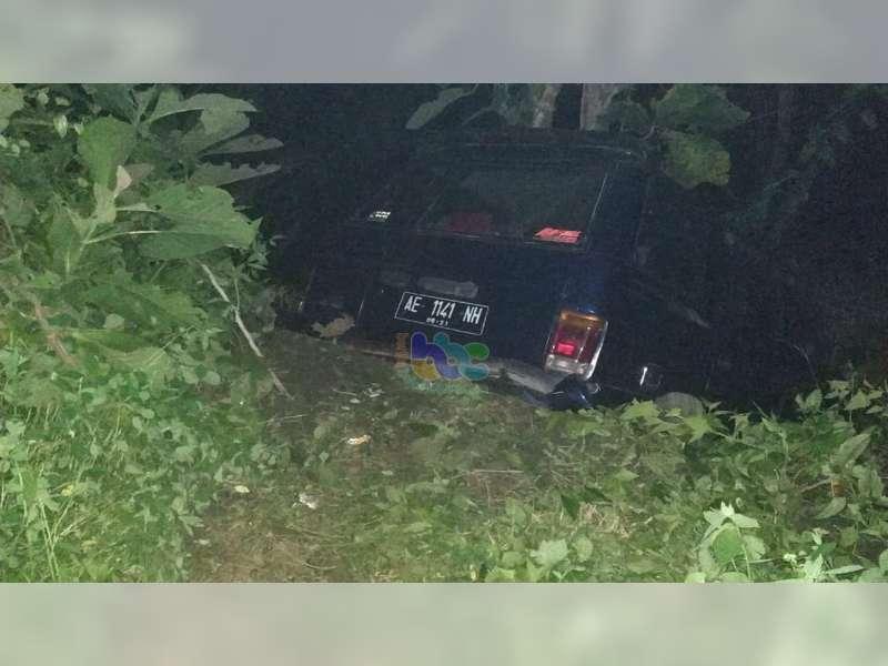 Hindari Tabrakan, Isuzu Panther Terperosok ke Tebing Jalan di Watu Jago Bojonegoro