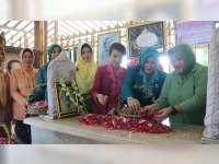 Peringati Hari Kartini, Organisasi Wanita di Blora Ziarah ke Makam RA Kartini
