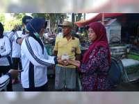 Polwan Polres Bojonegoro Peringati Hari Kartini Dengan Berbagi Nasi Bungkus