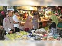Pantau Stabilitas Harga Sembako, Kapolres Patroli di Pasar Kota Bojonegoro