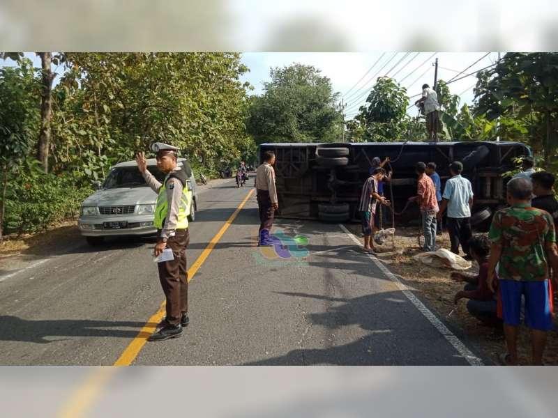Bus Gunung Mas Terguling di Margomulyo Bojonegoro, Sopir dan Seorang Penumpang Luka-Luka