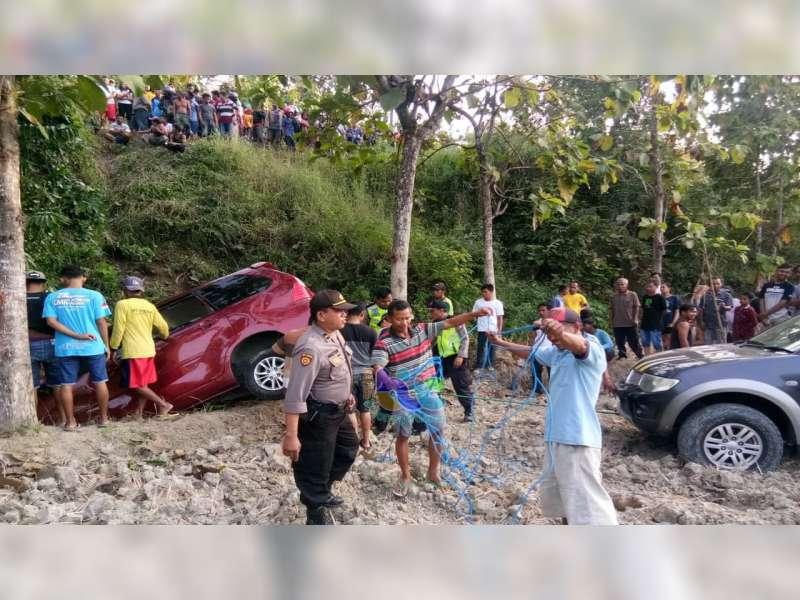 Tak Kuasai Medan Jalan, Pemudik Asal Jakarta Terperosok ke Tebing Jalan di Bojonegoro