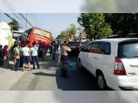 Diduga Rem Blong, Bus Jaya Utama Tabrak Rumah Warga di Kalitidu Bojonegoro