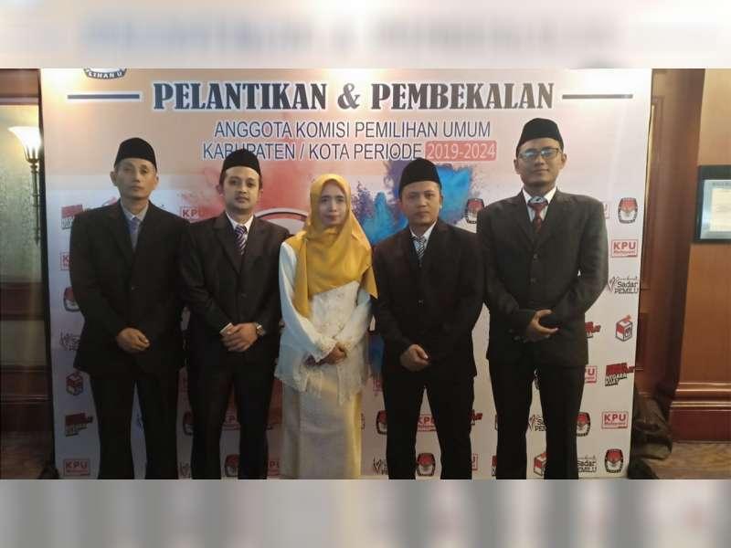 Anggota KPU Bojonegoro Periode 2019-2024 Dilantik Ketua KPU RI di Surabaya