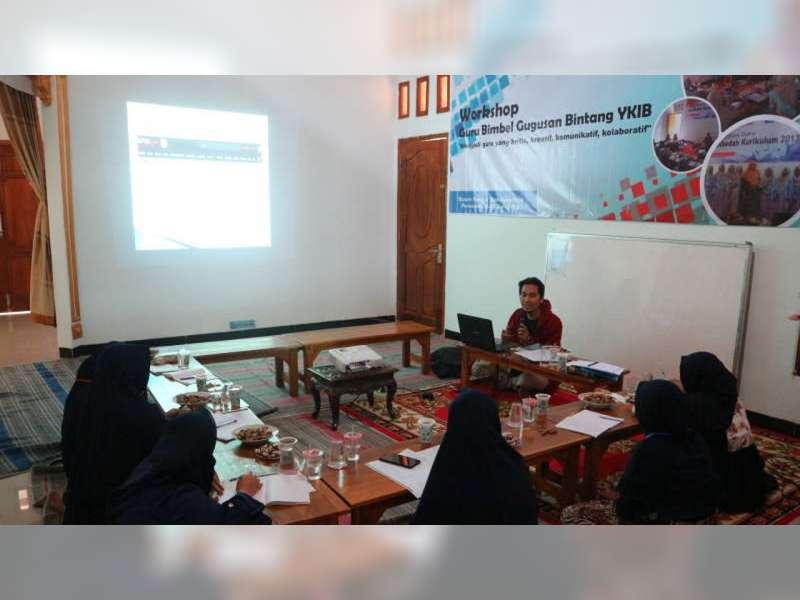 Nanang Fahrudin Berbagi Ilmu Teknik Menulis dengan Guru di Kampung Ilmu