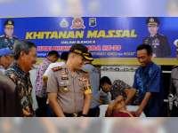 Bersama Jamaah Musala Al Hadi Mojokampung, Polres Bojonegoro Gelar Khitanan Massal