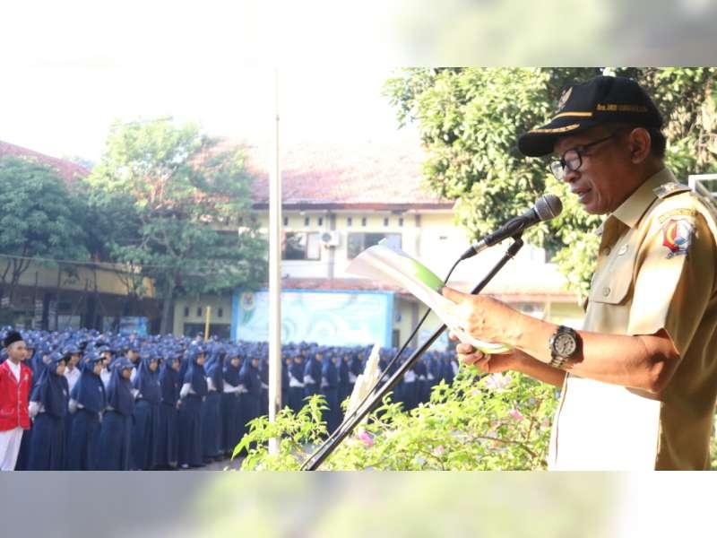 Wakil Bupati Bojonegoro Jadi Pembina Upacara di SMPN 1 Bojonegoro