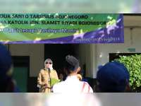 Bupati Bojonegoro Pimpin Upacara Bendera di SMA Katolik Ignatius Slamet Riyadi