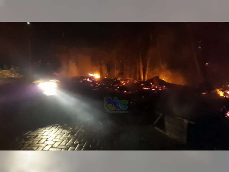 Diduga Akibat Korsleting Listrik, Warung Milik Warga Kepohbaru Bojonegoro Ludes Terbakar