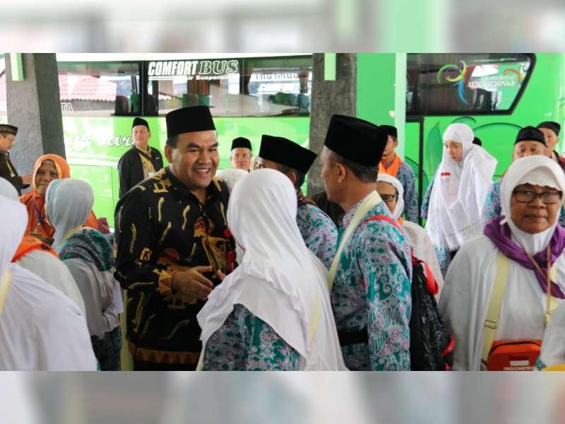 Ratusan Jamaah Calon Haji Asal Blora, Berangkat Menuju Asrama Haji Donohudan