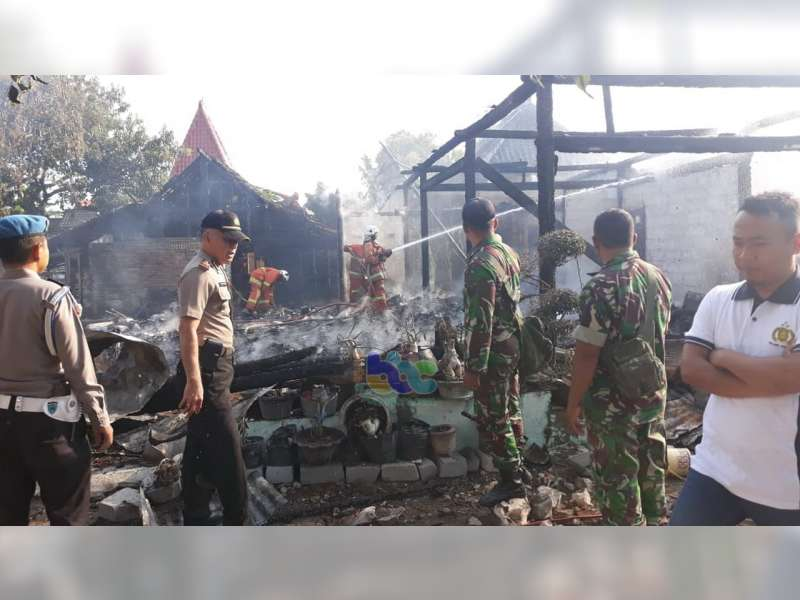 Diduga Akibat Lupa Matikan Kompor, 4 Unit Rumah Warga Ngasem Bojonegoro Terbakar