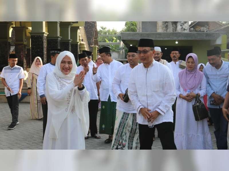 Bupati Bojonegoro Laksanakan Salat Iduladha di Masjid Al Muntaha Padangan