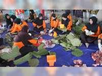 1.500 Paket Daging Kurban Polres Bojonegoro Dibungkus Menggunakan Daun Jati