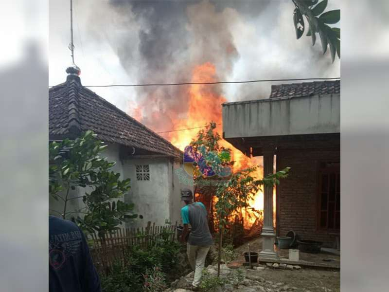 2 Unit Rumah Warga Kepohbaru Bojonegoro Terbakar, Kerugian Capai Rp 50 Juta
