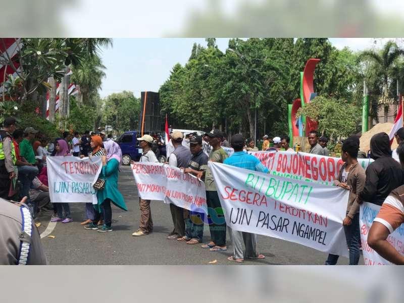 Gelar Unras, Warga Tuntut Bupati Bojonegoro Terbitkan Ijin Pembangunan Pasar Desa Ngampel