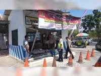 Diduga Rem Blong, Bus Dali Jaya Tabrak Pos Polisi di Area SPBU Kalianyar Bojonegoro