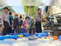 Kekeringan Masih Landa Sejumlah Wilayah di Bojonegoro, Polisi Beri Bantuan Air Bersih