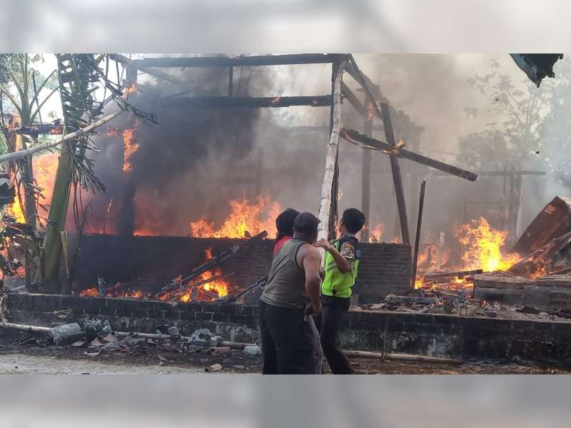 Ditinggal Pergi, Rumah Warga Tambakrejo Bojonegoro Terbakar, Kerugian Capai Rp 370 Juta