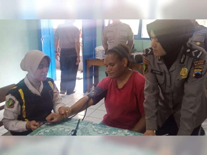 Polres Blora Beri Pemeriksaan Kesehatan Gratis Bagi Pelajar Papua Yang Tinggal di Blora