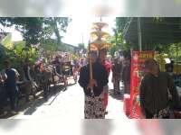 Kirab Pusaka Ki Andong Sari, di Kelurahan Ledok Kulon Bojonegoro Berjalan Meriah