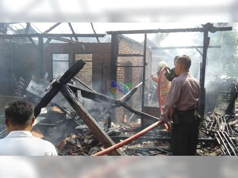 Diduga Akibat Selang Elpiji Bocor, 3 Rumah Warga Kedungadem Bojonegoro Terbakar