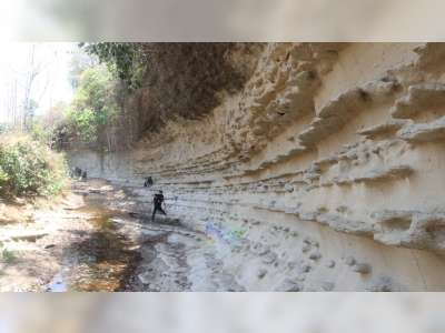 Blora Punya Objek Wisata Dinding Sungai Purba Kalinanas Yang Eksotis
