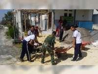Anggota TNI dan Polri di Baureno Bojonegoro Gotong Royong Bangun TPQ