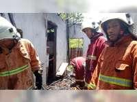 Rumah Warga Bojonegoro Terbakar, 2 Balita Berhasil Diselamatkan Petugas Damkar